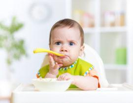 Żywienie dziecka po czwartym miesiącu życia, czyli schemat żywienia niemowląt od A do Z