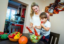 Jak zachęcić dzieci do jedzenia warzyw i owoców?